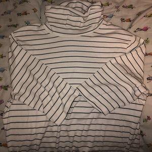 Striped half-sleeve turtleneck